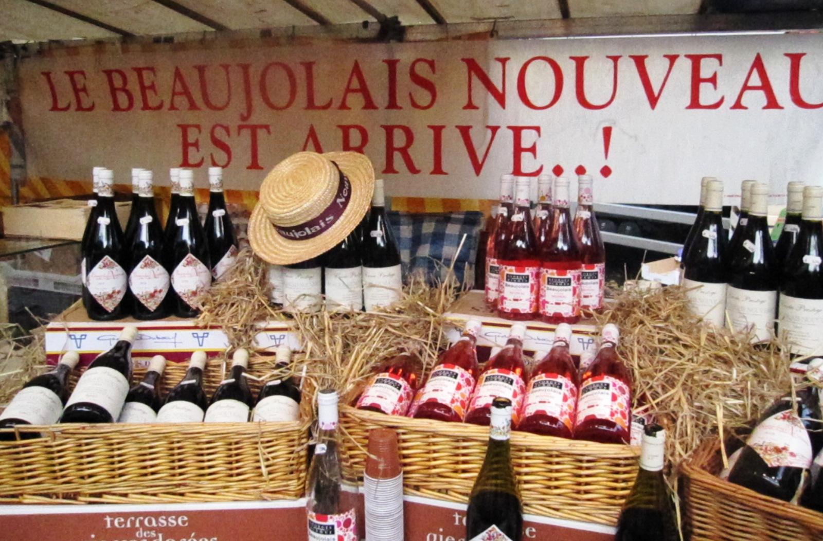 С четверга по воскресенье божоле-нуво будет продаваться на специально организованных уличных базарах.