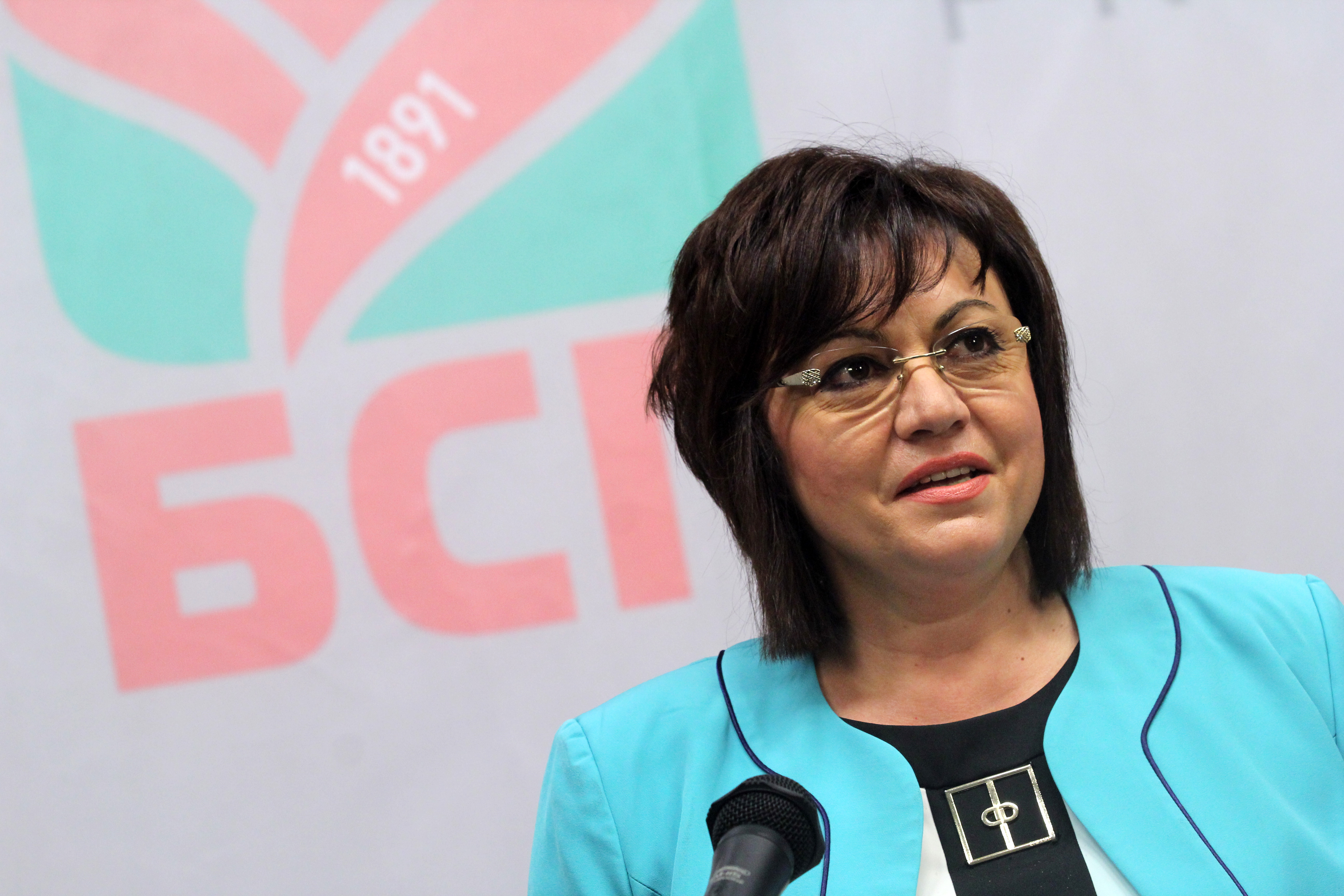 Корнелия Нинова сделала ставку на беспартийного генерала Радева на президентских выборах, и теперь готова вести БСП к победе на досрочных парламентских выборах