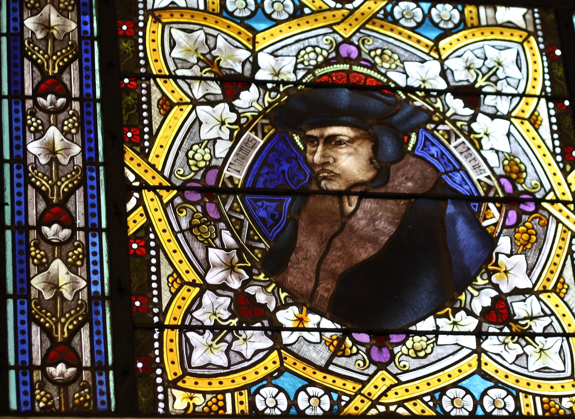Витражный портрет Томаса Мора в церкви Святого Николая в Куккенхайме, Германия.