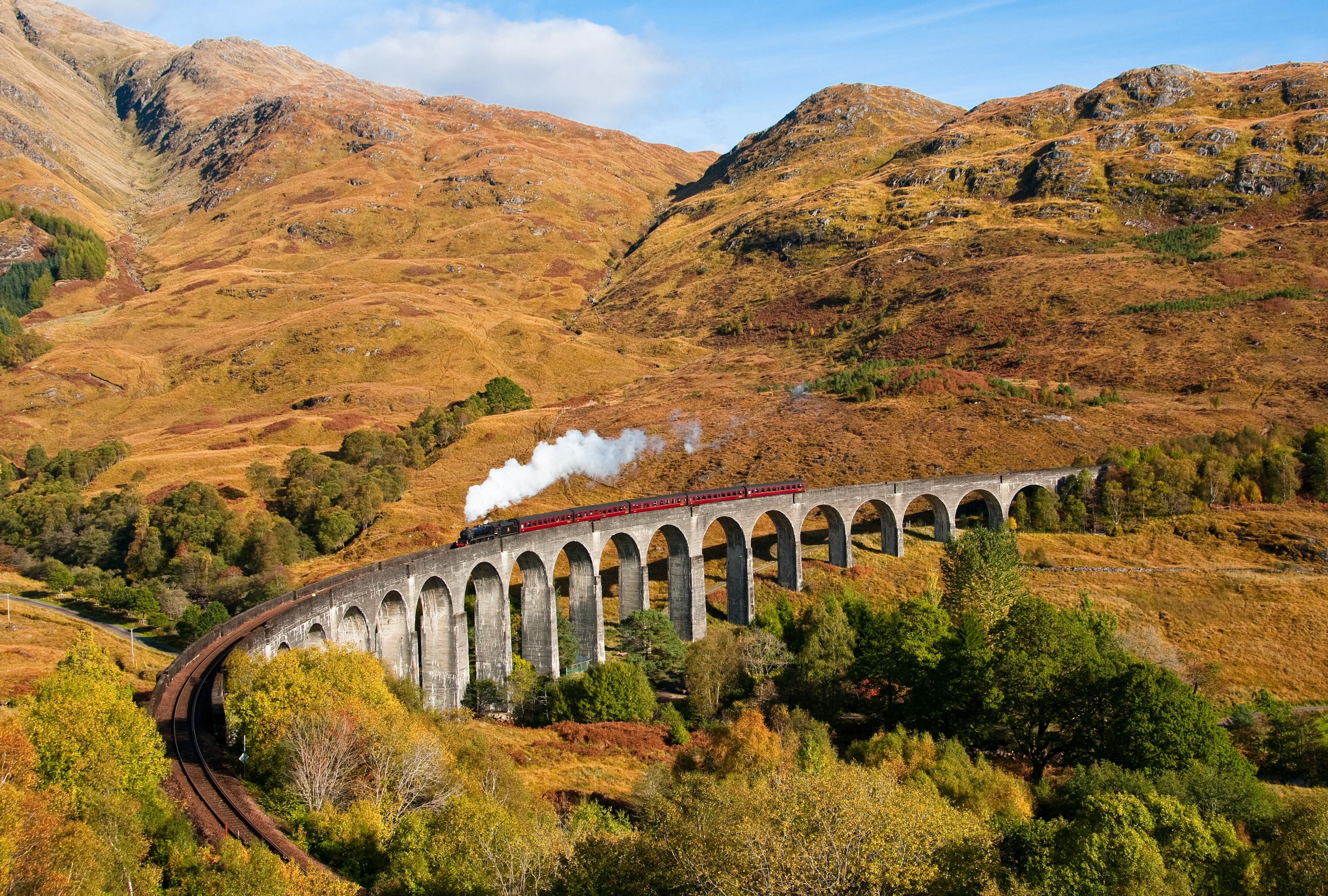 Подпись: Так выглядит виадук Гленфиннан осенью. Источник фото: круто!me http://www.kruto.me/