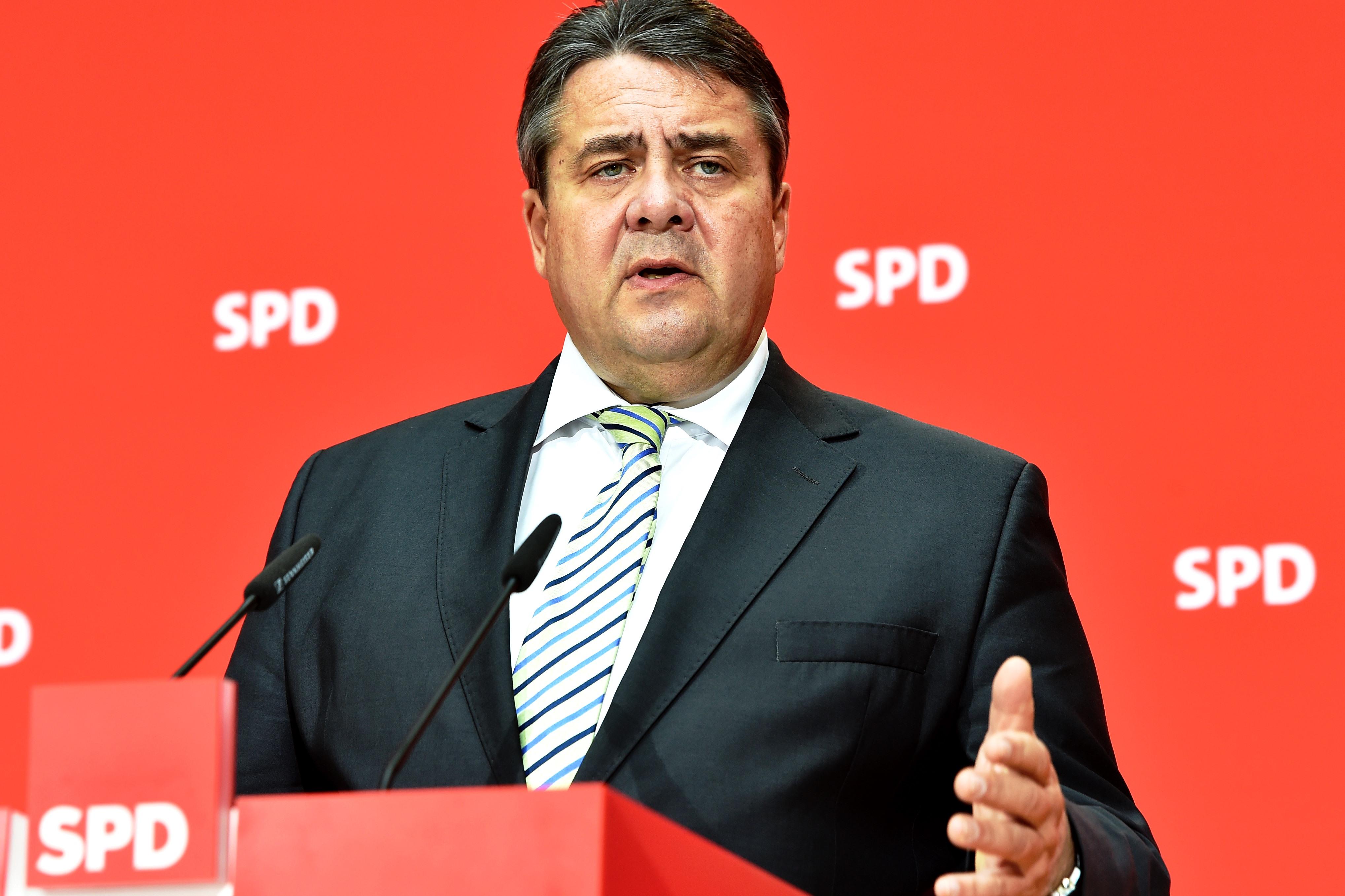 Зигмар Габриэль не может на равных бороться с Ангелой Меркель, но вполне способен поставить внутрипартийные барьеры на пути Мартина Шульца к выдвижению кандидатом в канцлеры.