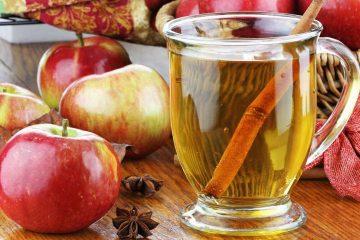 Чай с корицей и яблоком легко заваривается в офисных условиях.