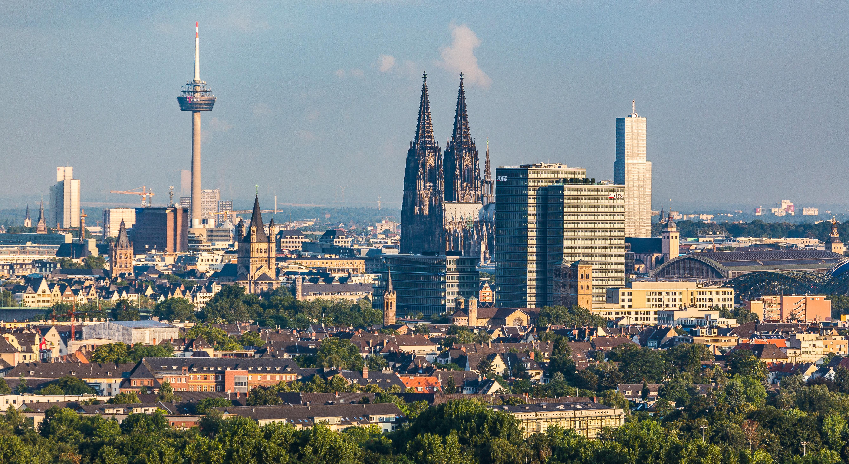 Город Кёльн с силуэтом собора.