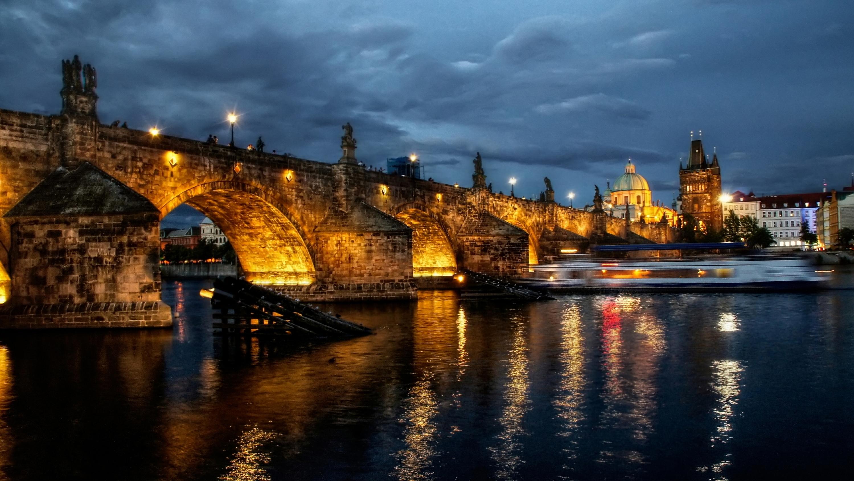 Ночная Прага. Источник http://getbg.net/