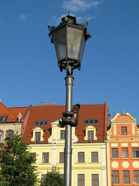 На газовом фонаре. Источник http://cs410717.vk.me/