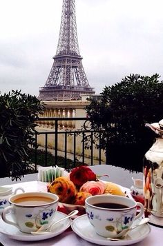 Утро в Париже. Источник https://s-media-cache-ak0.pinimg.com/