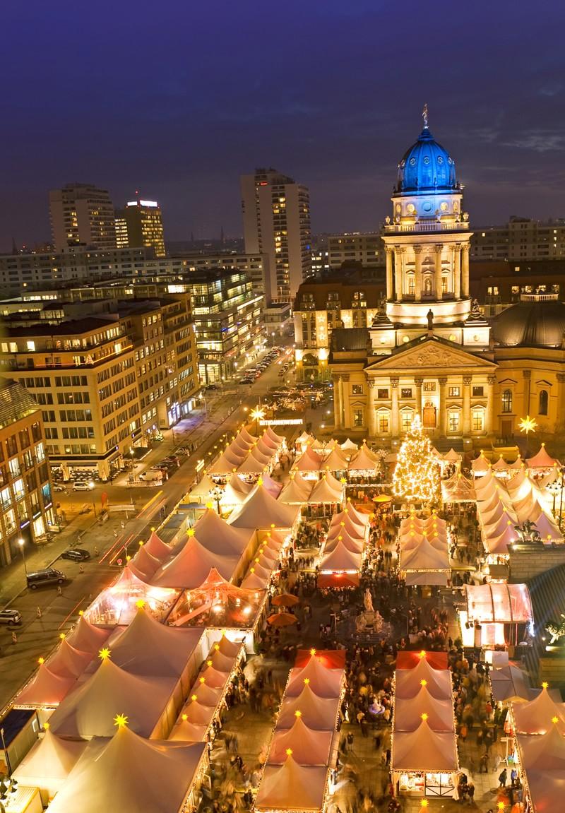 Рядом с рынком на старинной площади – вполне современные улицы.
