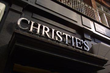 Christie's даже внешне может служить воплощением английской строгости.