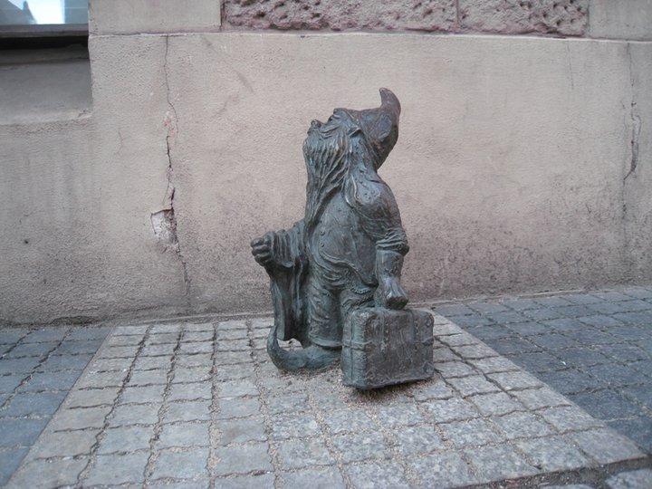 Это турист, он только приехал во Вроцлав и оглядывается по сторонам. Фото Ивана Юдинцева. Источник: https://www.facebook.com/ivan.yudintsev/