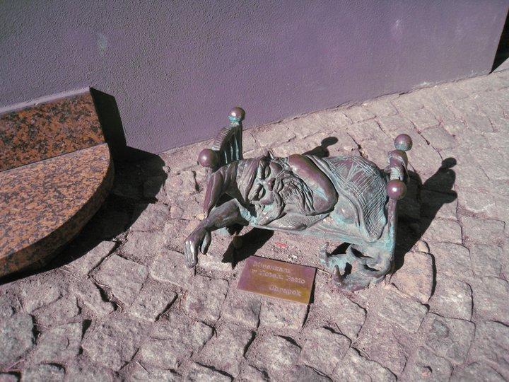 А этот гномик мирно спит в своей кроватке. Фото Ивана Юдинцева. Источник: https://www.facebook.com/ivan.yudintsev/