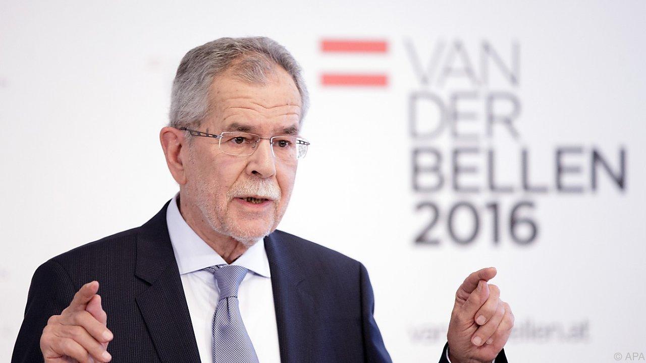 Избранный глава Австрии немолод и рассудителен.