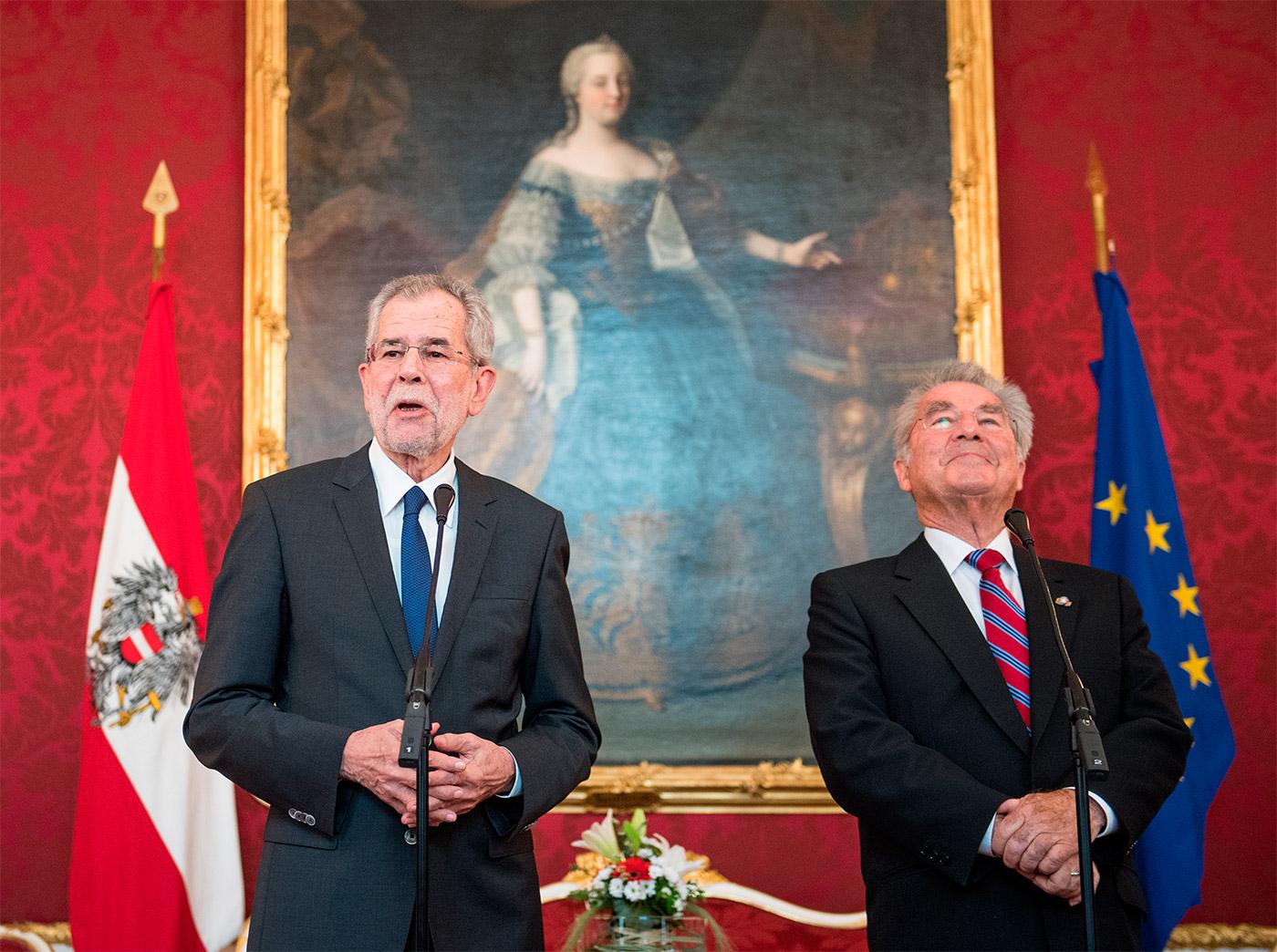 Избранный президент Австрии Александер ван дер Беллен даже консервативнее, чем его предшественник на посту Президента Австрии Хайнц Фишер (на фото справа).