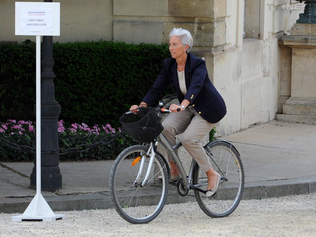 В бытность министром финансов Кристин Лагард ездила на работу на велосипеде… и переплатила Бернару Тапи 400 млн евро.