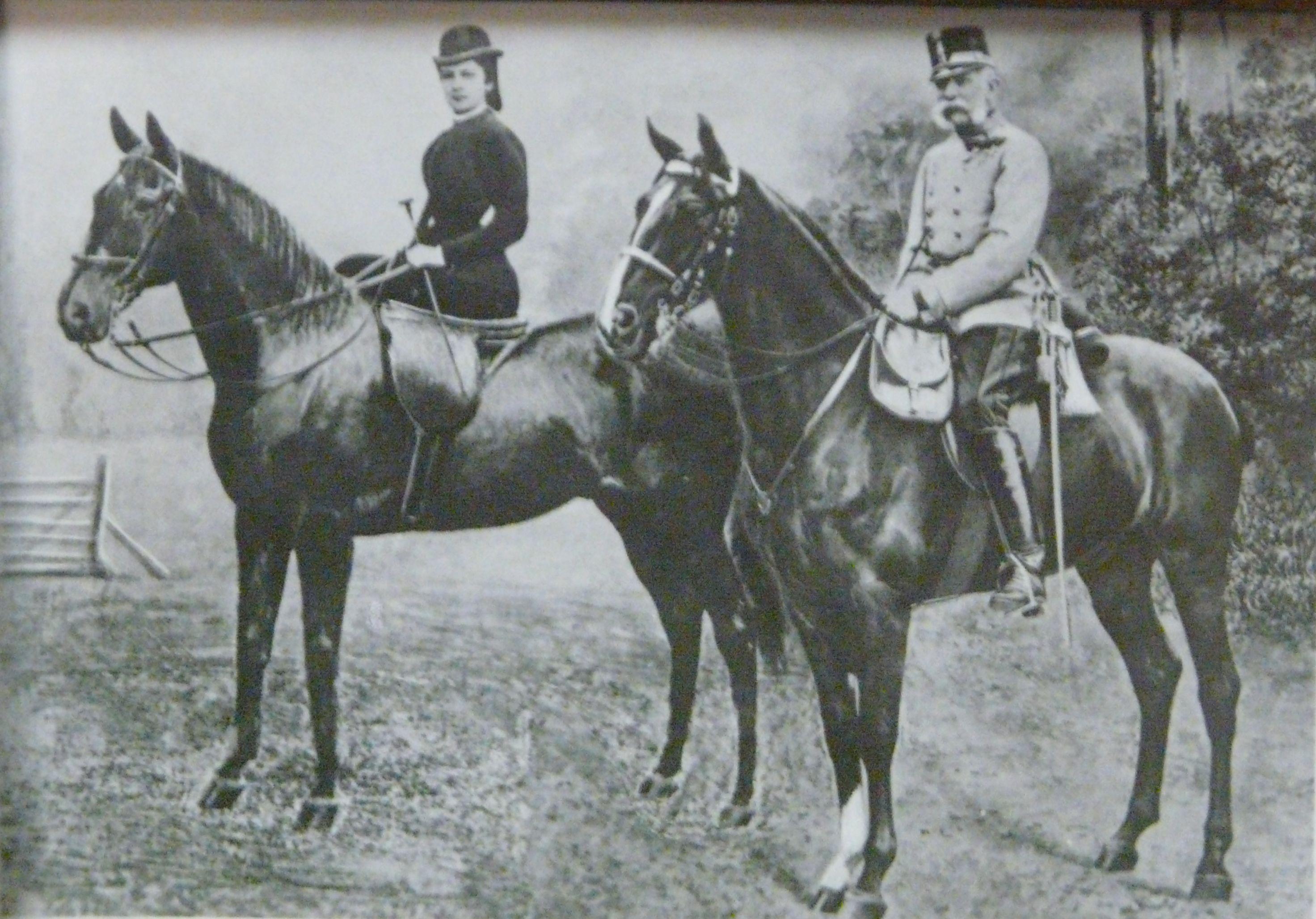 Император Франц Иосиф и императрица Елизавета на конной прогулке. Фотооткрытка 1895 года.