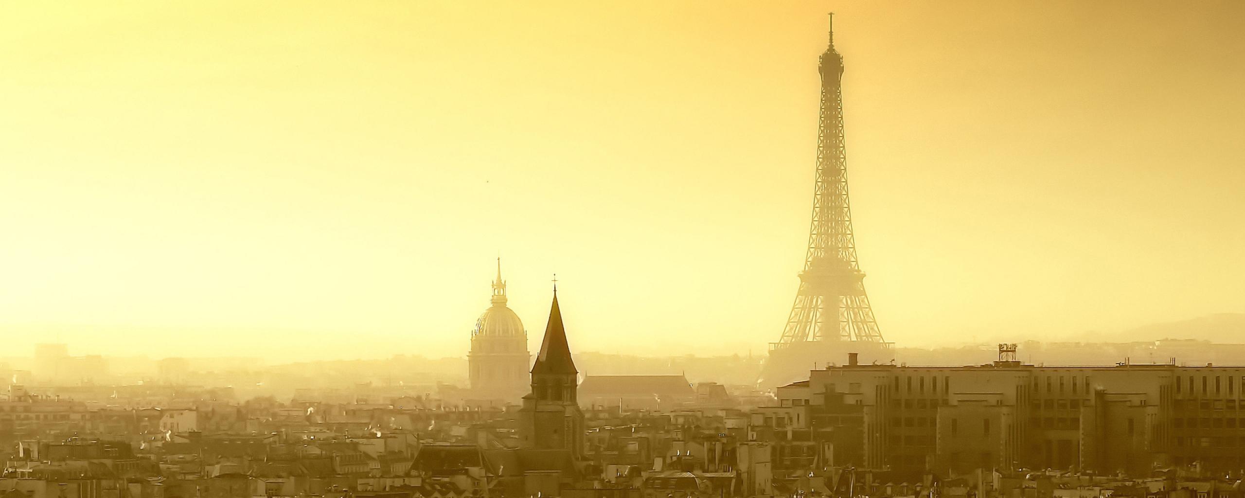 Туман в Париже заметен даже утром, когда воздух над городом меньше загрязнен выхлопными газами