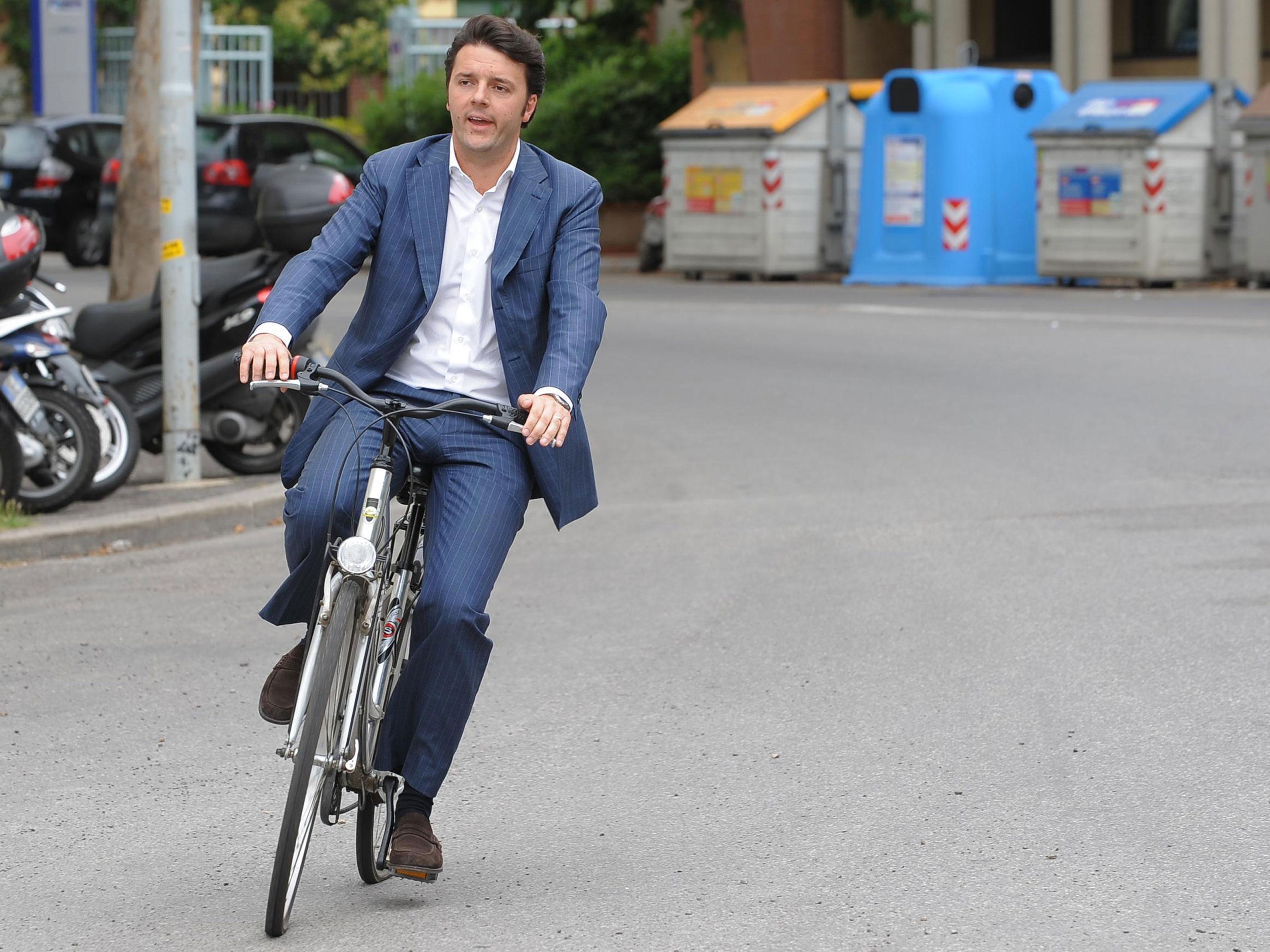 Сам Ренци, будучи мэром Флоренции, ездил на работу на велосипеде.