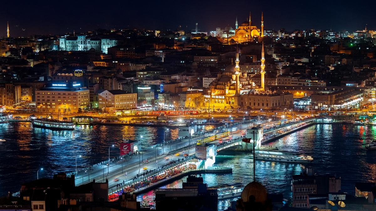 Ночной Стамбул.