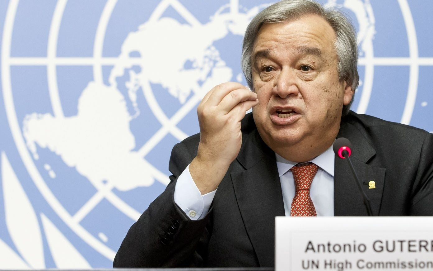 За десять лет работы Верховным комиссаром ООН по делам беженцев Антониу Гуттериш стал известен как харизматичный оратор. Источник https://novayagazeta.ru/