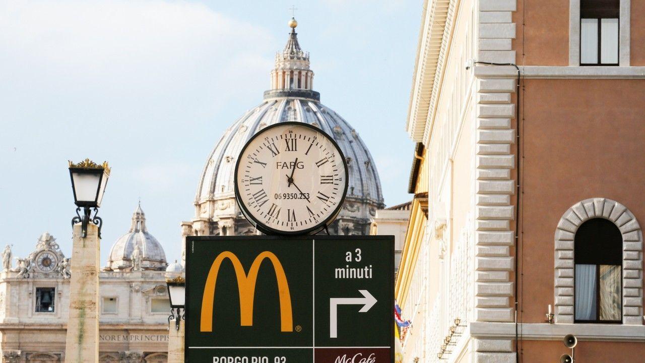 McDonald's открылся в помещении Римско-Католической церкви в Ватикане. Источник http://a57.foxnews.com/