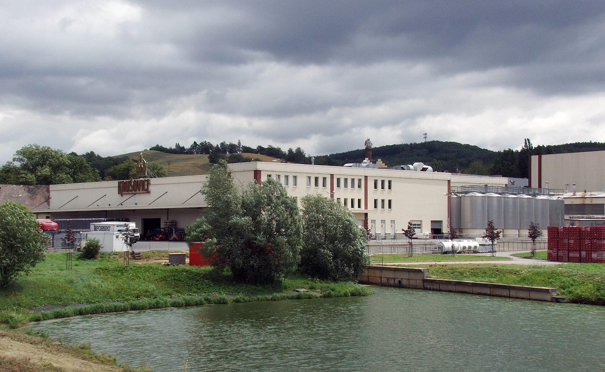 Так выглядит сегодня завод, на котором производится пиво «Крушовице». Источник https://upload.wikimedia.org/