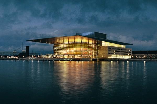 Здание оперы. Источник http://www.lusas.com/