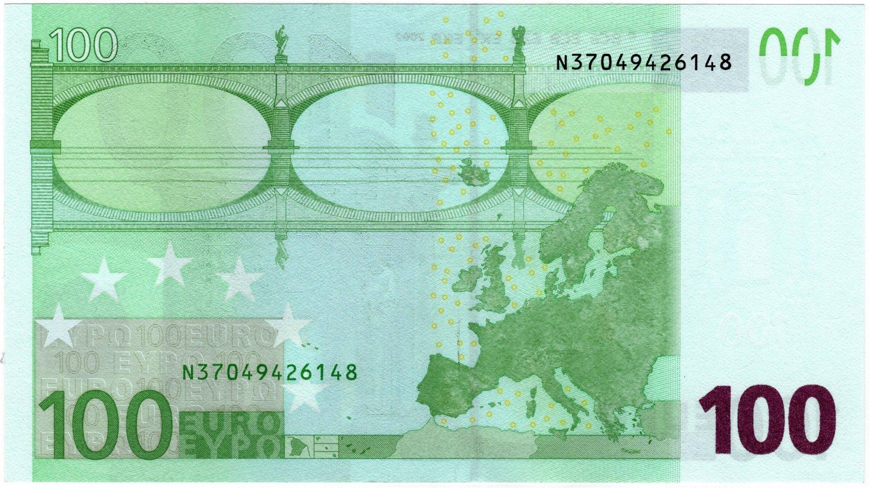 Банкнота 2002 года номиналом 100 евро: цвет – зеленый, архитектурный стиль – барокко. Источник https://zverinfo.ru/
