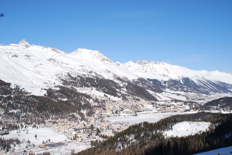Санкт-Мориц с горы Корвач Источник https://upload.wikimedia.org/