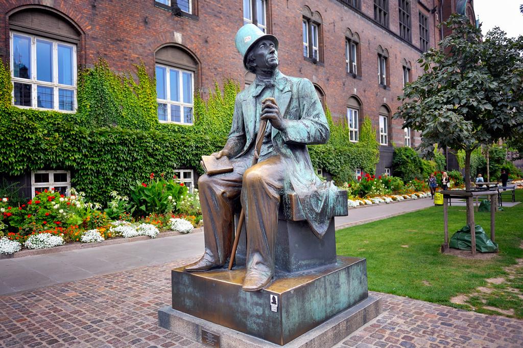 Памятник Гансу Христиану Андерсену. Источник http://xn----etbcbvkb2aabtikdp5o.xn--p1ai/