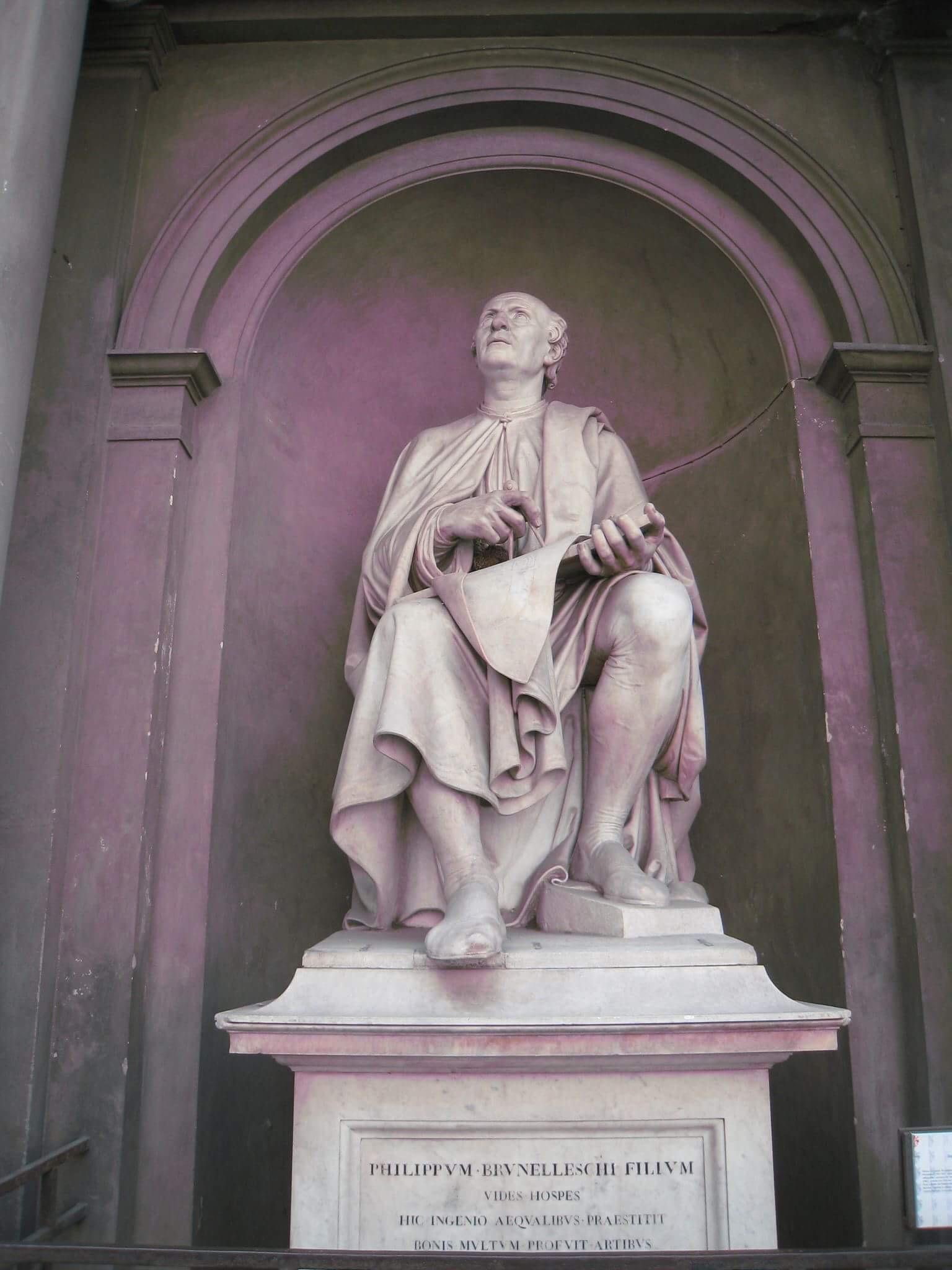 Скульптурное изображение Брунеллески в нише Собора.