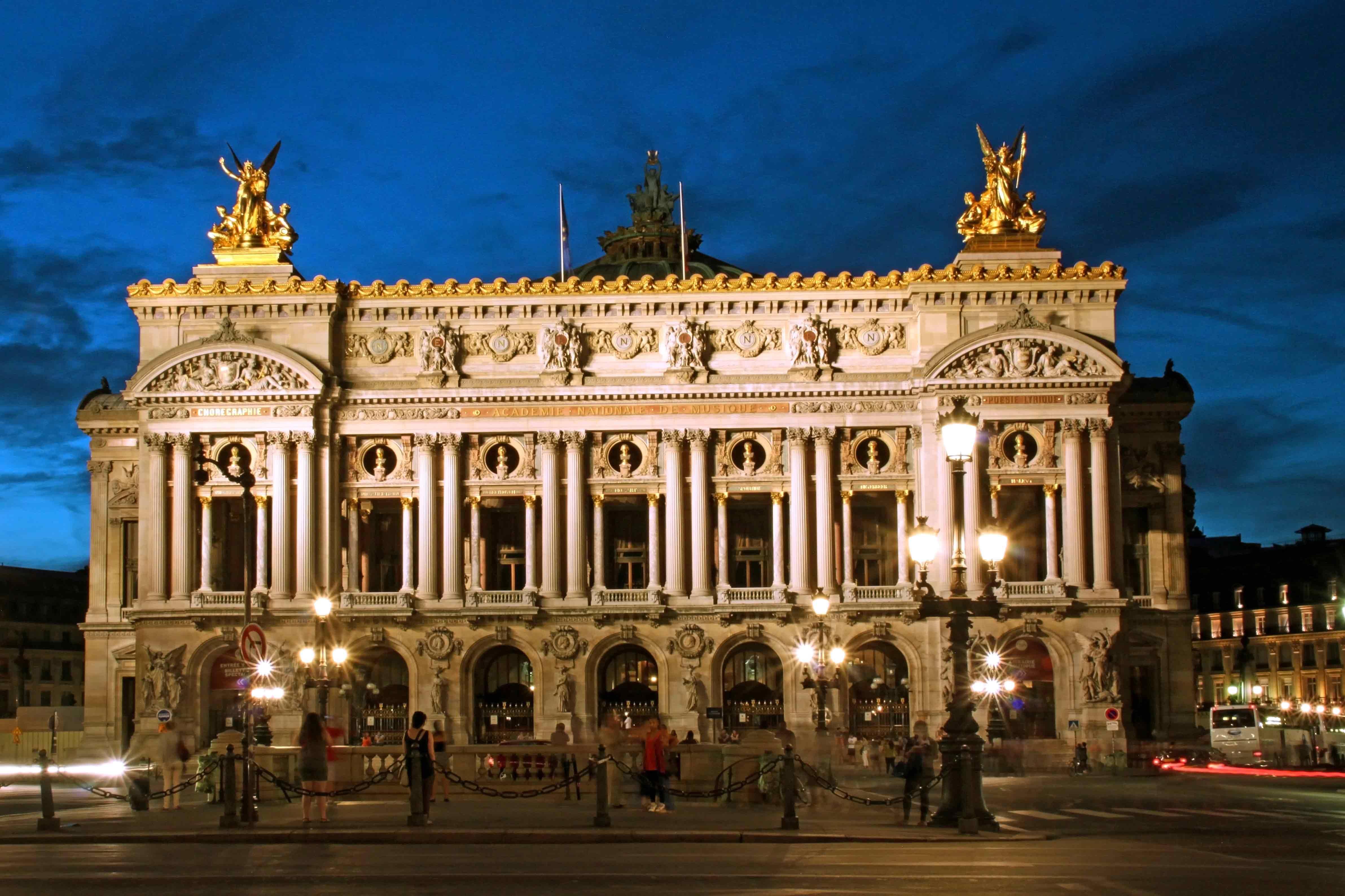 Опера Гарнье ночью. Источник http://clubbrain.ru/