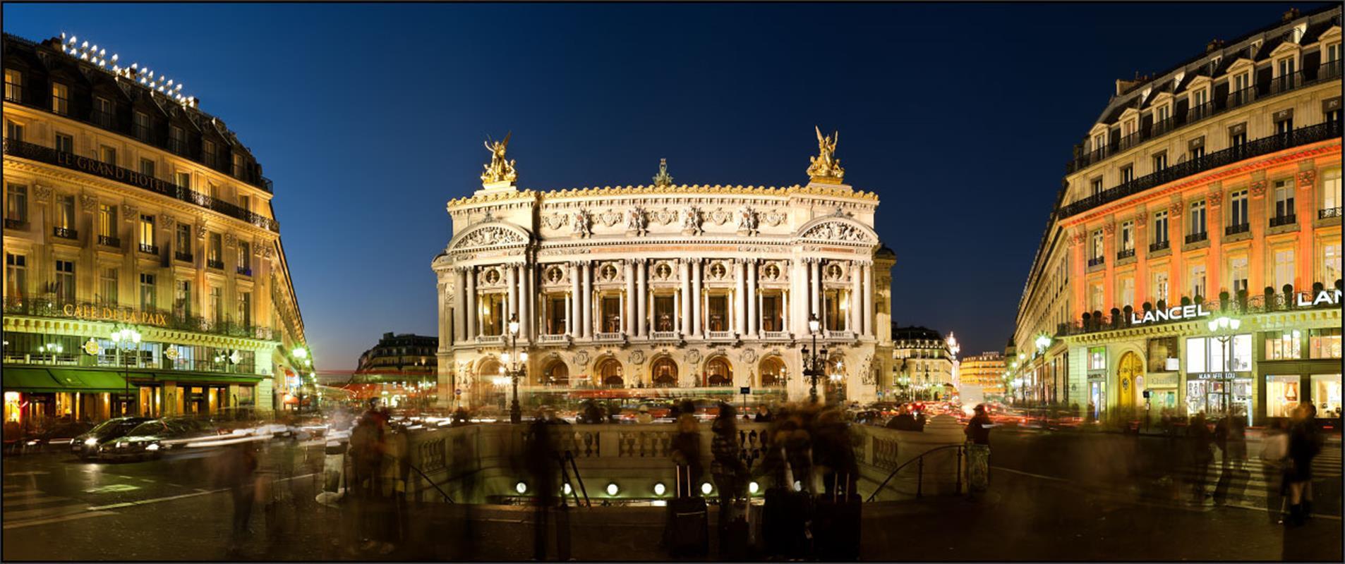 Опера Гарнье ночью. Источник http://en.relais-saint-charles.com/