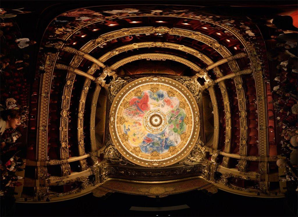 Вид на пятиярусные ложи и плафон главного зала Оперы Гарнье. Источник http://www.art-days.com/