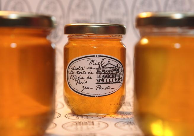 Мёд, собранный пчёлами, живущими на крыше Гранд Опера в Париже. Источник http://1.bp.blogspot.com/