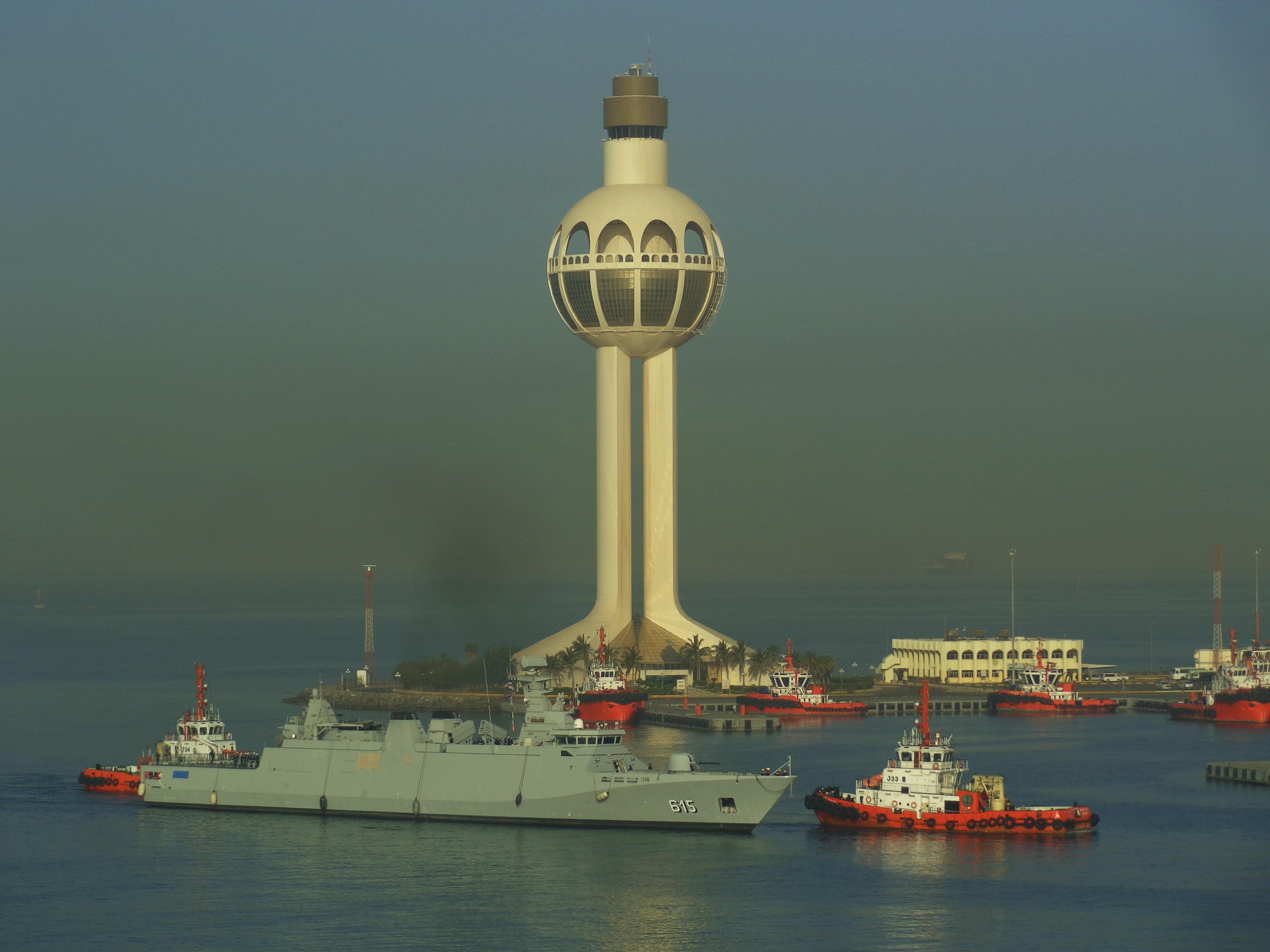 Самый высокий маяк в Джидде (Саудовская Аравия). Источник http://photos.wikimapia.org/p/00/05/73/59/64_full.jpg