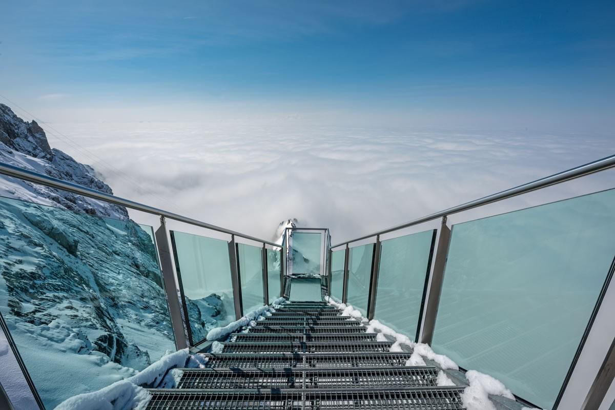 Увидеть Альпы с гор Дахштайн. Если совсем облачно. Источник https://www.hanneshof-resort.com/