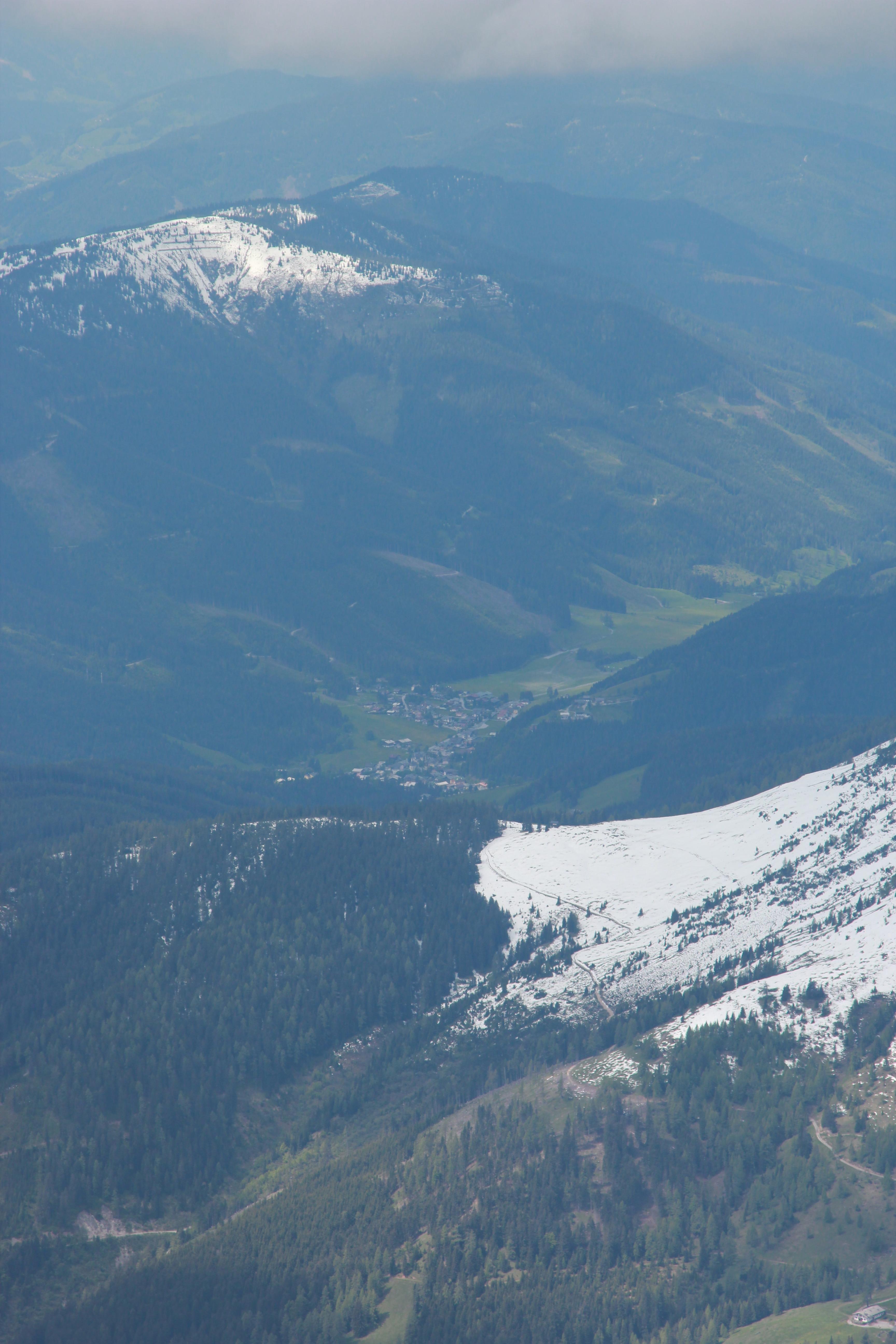 Вид на горы Дахштайн летом. Источник https://upload.wikimedia.org/