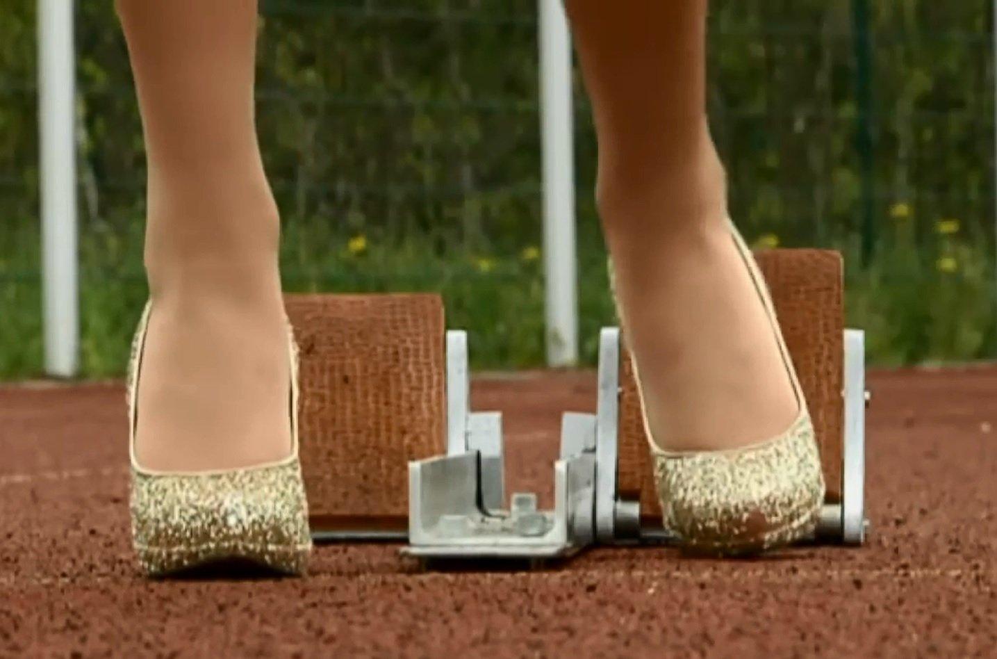 При низком старте каблуки приходится все же располагать чуть выше колодок. Источник https://glamorousheels.com/