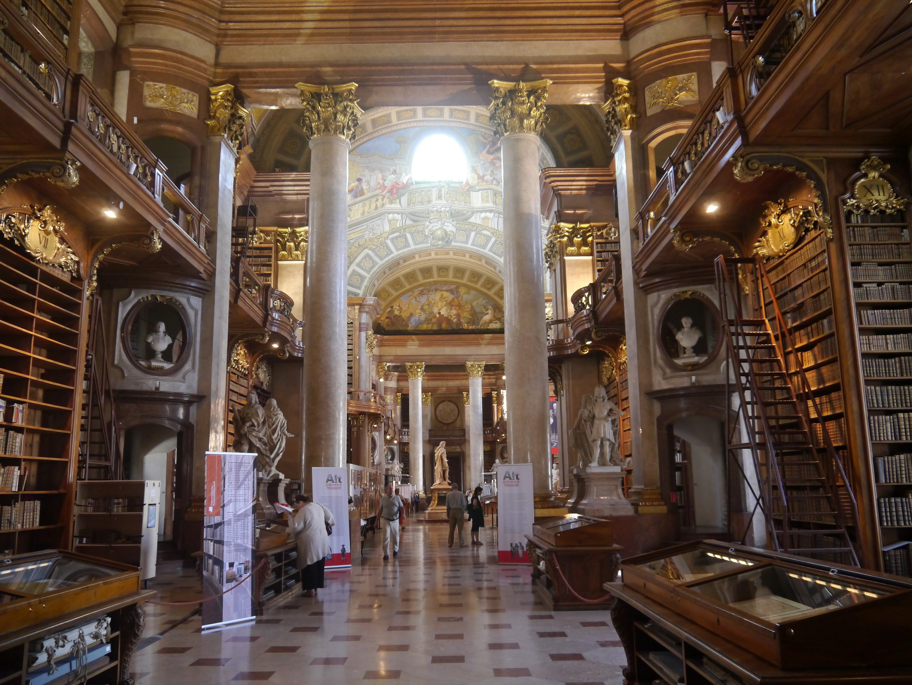 Государственный зал Австрийской национальной библиотеки. Вена, Австрия. Источник https://upload.wikimedia.org/