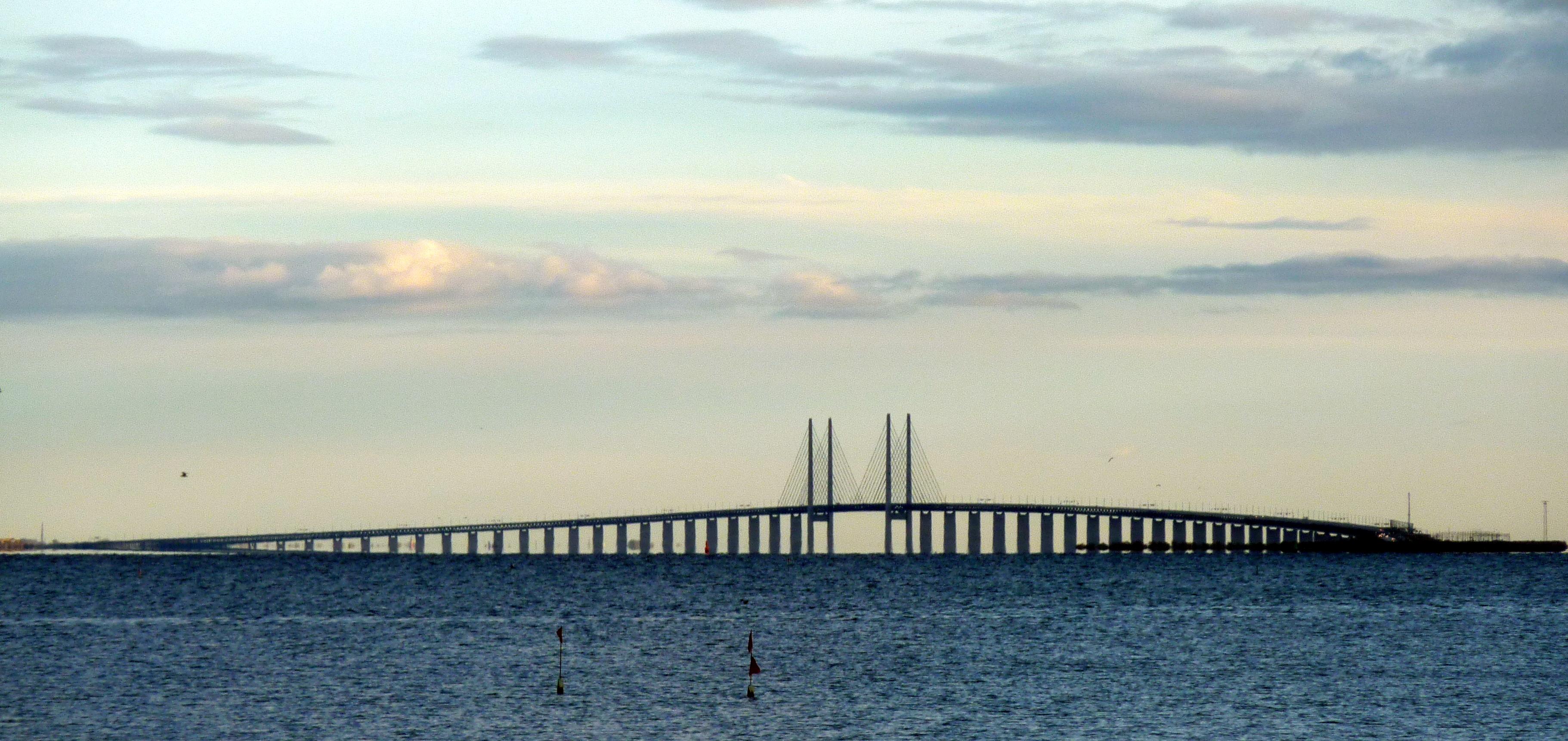 Эресуннский мост. Вид с залива Эресунн. Источник https://upload.wikimedia.org/