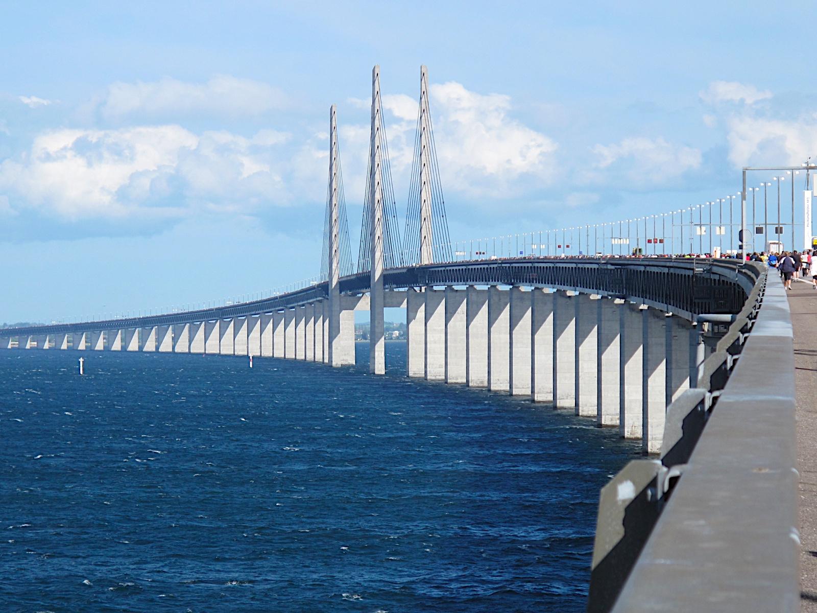 В день проведения полумарафонского забега мост превращается в пешеходную зону. Источник https://upload.wikimedia.org/