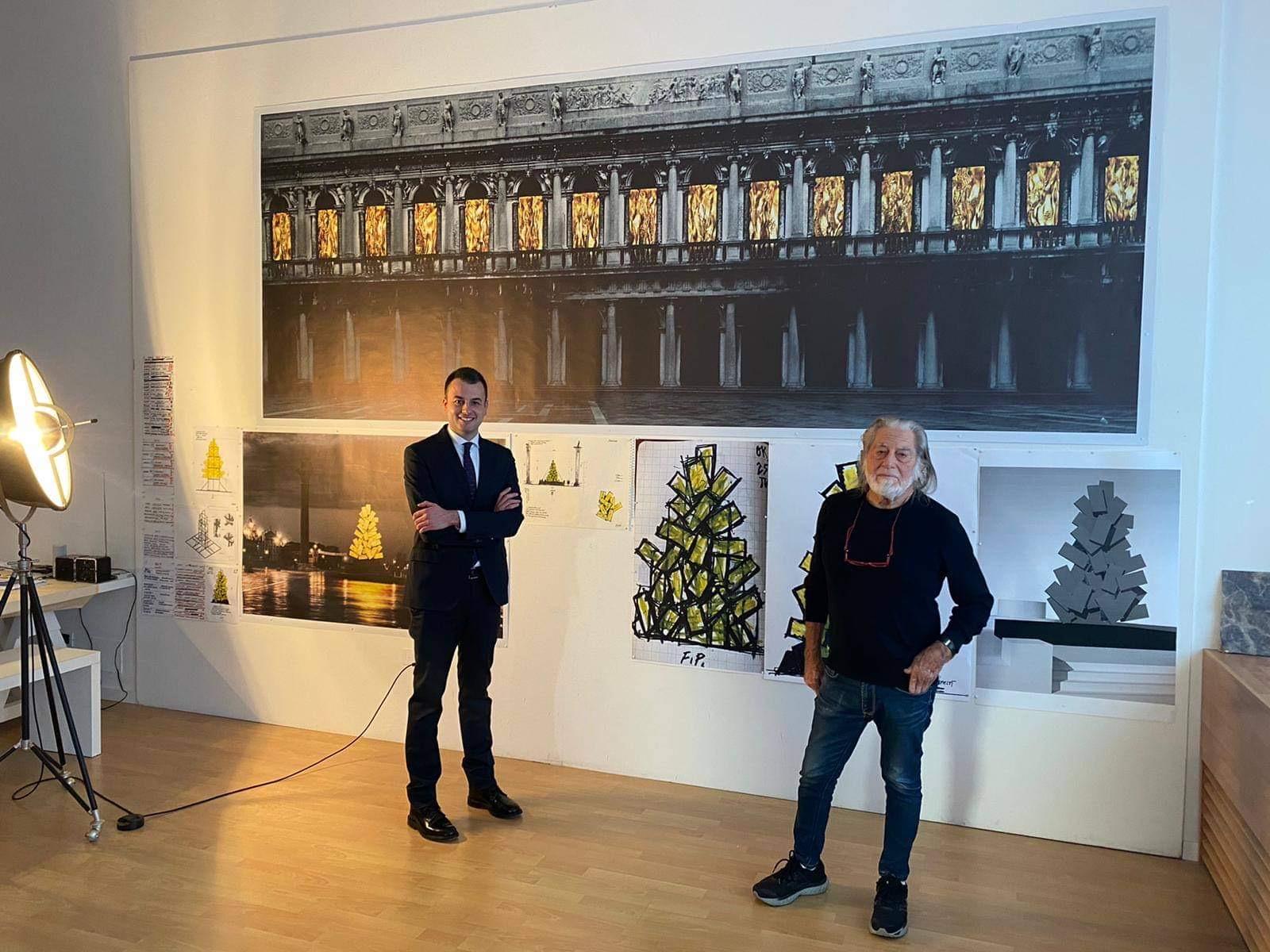 Фабрицио Плесси представляет проекты своих инсталляций. Источник иллюстрации: Твиттер коммуны Венеция