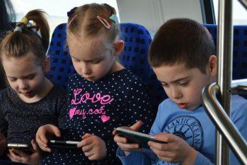 Подрастающее поколение учится пользоваться гаджетами даже раньше, чем читтать.