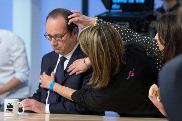 За несколько секунд до эфира: так Олланда готовят к телевыступлениям.