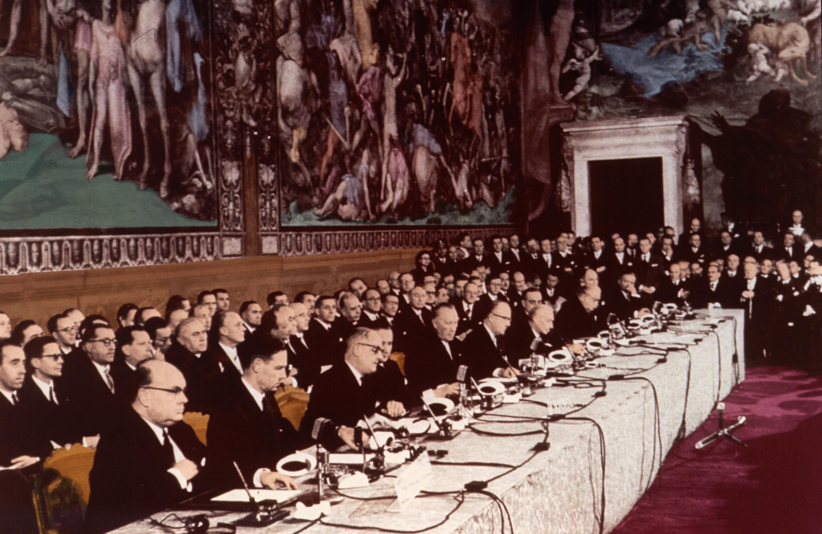 Церемония подписания Римского договора. Капитолийский холм, 25 марта 1957 года. Источник http://dic.academic.ru/